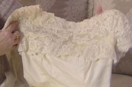 В США женщина обнаружила подмену платья через 26 лет после свадьбы