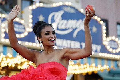 «Мисс Америка» вступилась за пригласившего ее на выпускной школьника