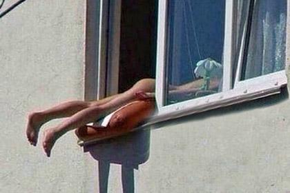 Голая женщина в окне стала причиной пробки в Вене