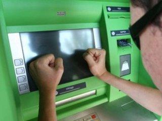 Из-за сбоя в системе многие белорусы не могли воспользоваться банковскими к ...