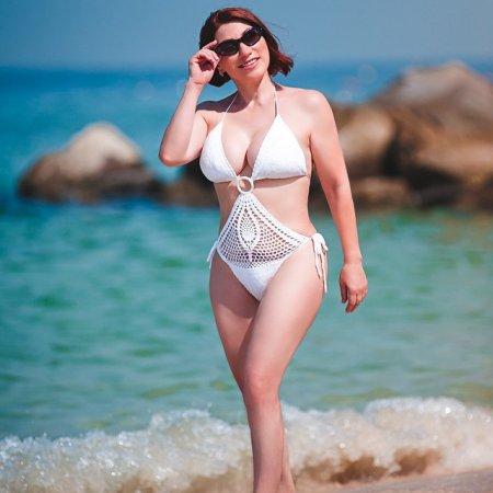Ягодки опять: самые горячие российские звезды за 40 в бикини